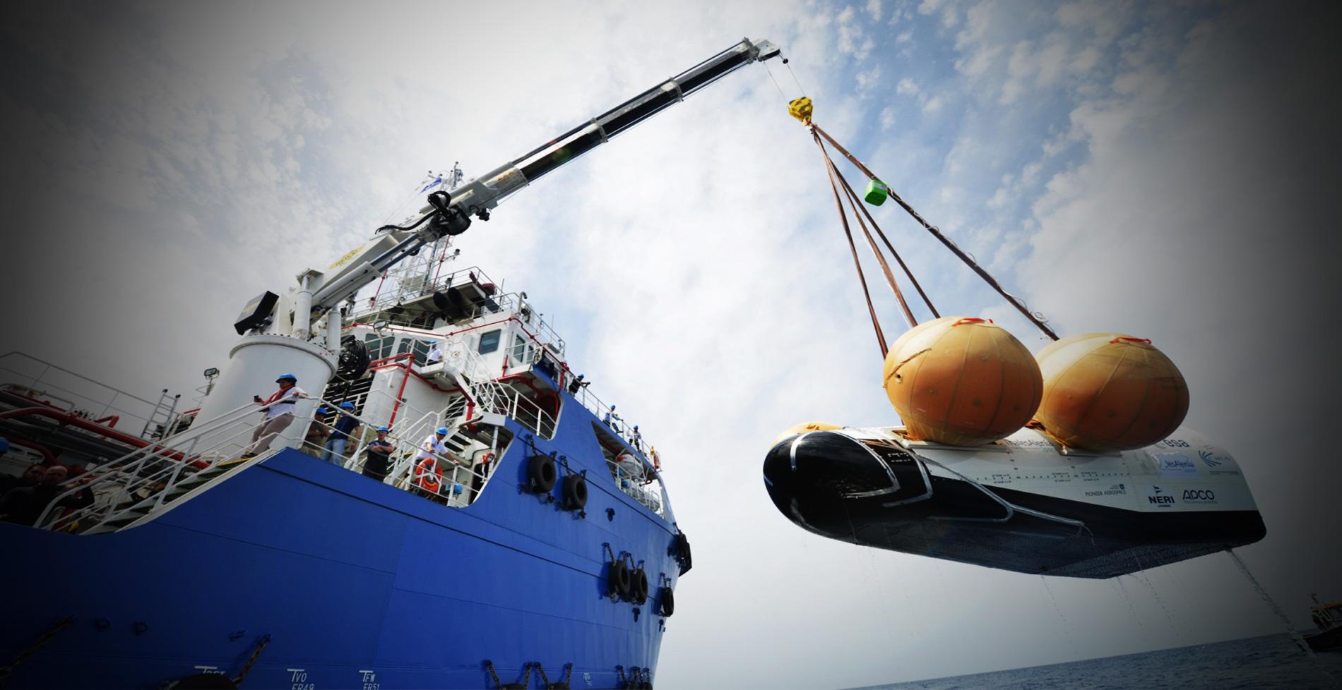 Platform telescopic boom crane